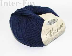 Luxury Merino Superwash, kolor 2627 Midnight Blue-granatowy.
